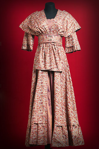 Платье в японском стиле  DressTheatre Couture by Dora Blank