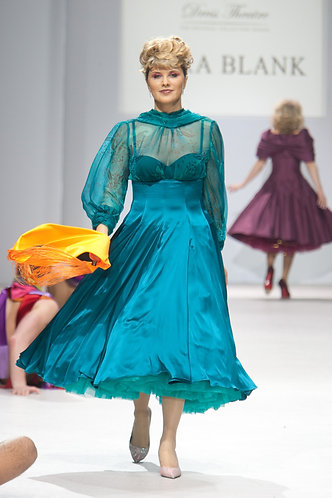 Dress in the style of 50's made of silk and chiffon