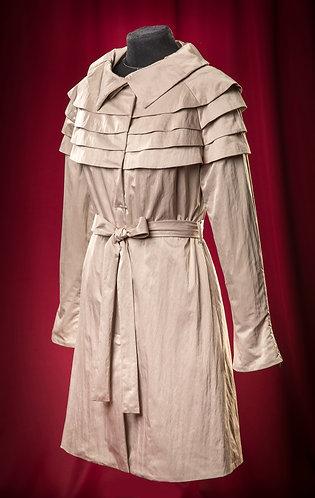 Плащ непромокаемый бежевый.  DressTheatre Couture by Dora Blank
