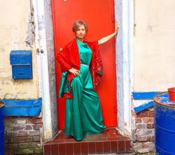 Не смогла устоять перед этой красной дверью с синими ящиком и бочкой.jpg.jpg.jpg Party in Moscow