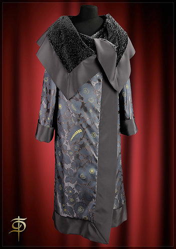 Double-sided coat of jacquard with fur trim. DressTheatre Couture