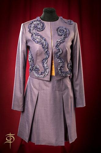 Костюм из шерсти Holland&Sherry с декором из органзы DressTheatre Couture