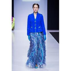 Лёгкая летящая юбка и тёплая стеганая телогрейка. Оксюморон в одежде сегодня в тренде. #dresstheatre