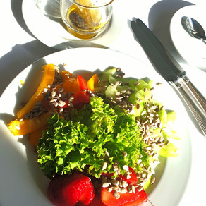 Salad with Strawberries with Honey Sauce