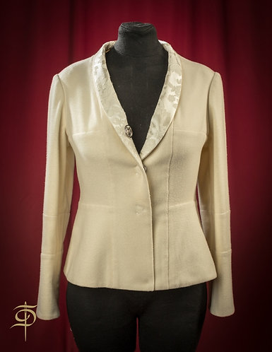 Milk-colored cashmere jacket on the buttons DressTheatre Couture