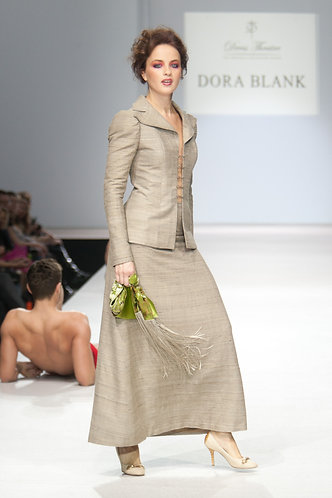 Traveling suit made of silk shantung, historic cut