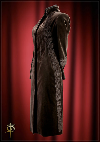 Coat of velvet decorated with hand made lace