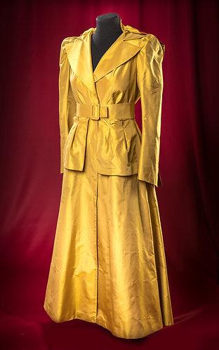 Плащ из золотой тафты с двусторонним поясом.  DressTheatre Couture by Dora Blank