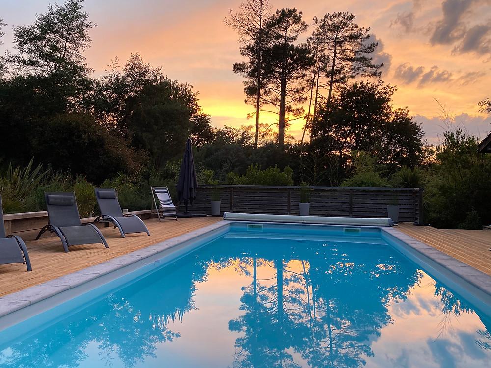 Piscine Villa La Bleutière au coucher de soleil