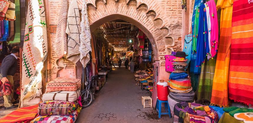 souvenirs-souk-marrakech-morocco-shutter