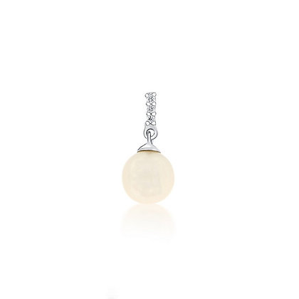Simple Pearl Pendant With Diamond Accents
