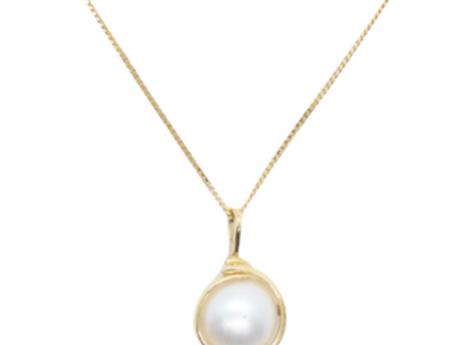 Yellow Gold & Pearl Pendant