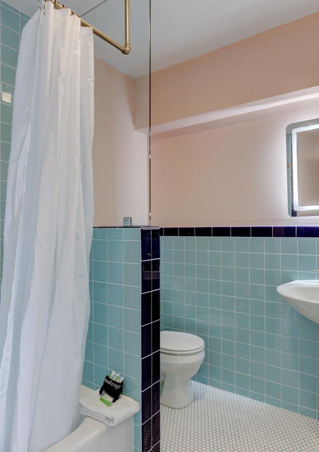 Queen Bathroom