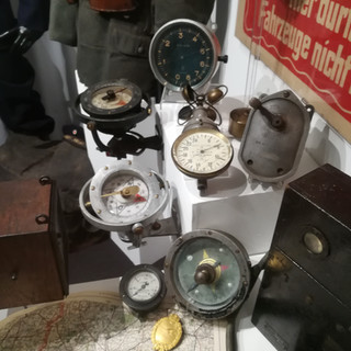Different altitude meters used during WWI