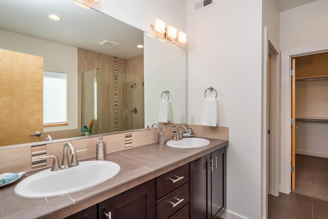 4525 Sunnyside Pl Boulder CO-print-022-014-Primary Bathroom-3000x2002-300dpi.jpg