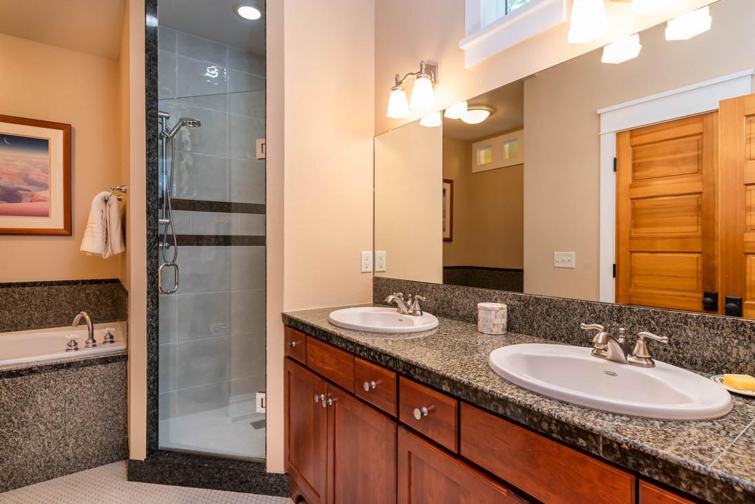 1016 Katy Ln Longmont CO 80504-print-021-031-Master Bathroom-3000x2002-300dpi.jpg