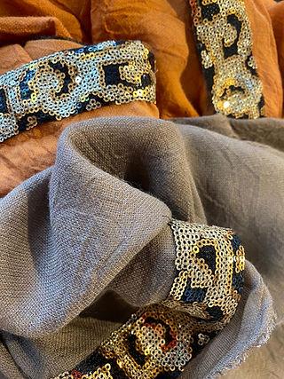 ottotredici-sjaals-goud-details.JPG