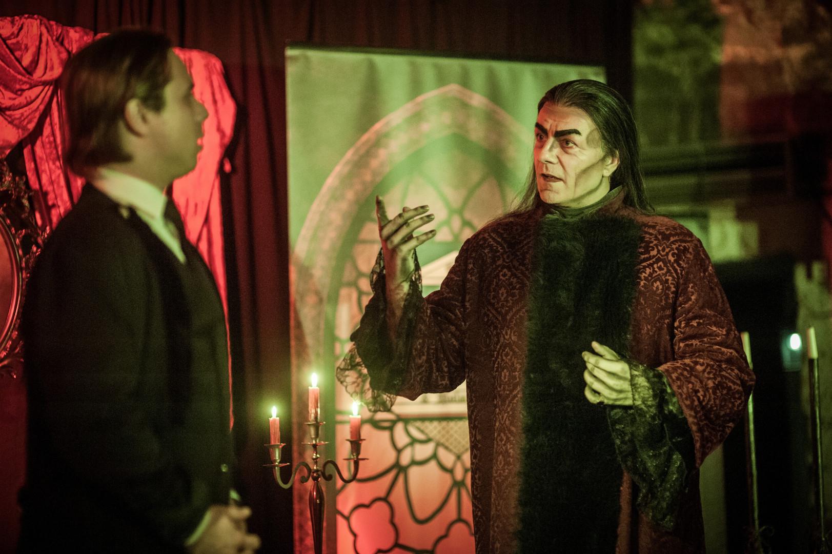 Dracula_Der-Graf-empfängt-Jonathan-Harke
