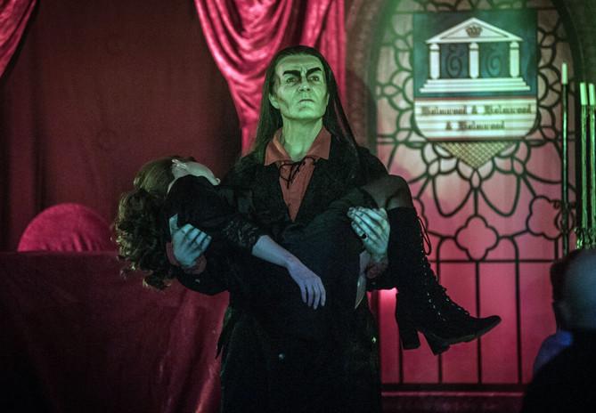 Dracula_Der-Graf-und-sein-Opfer-Foto-Eri