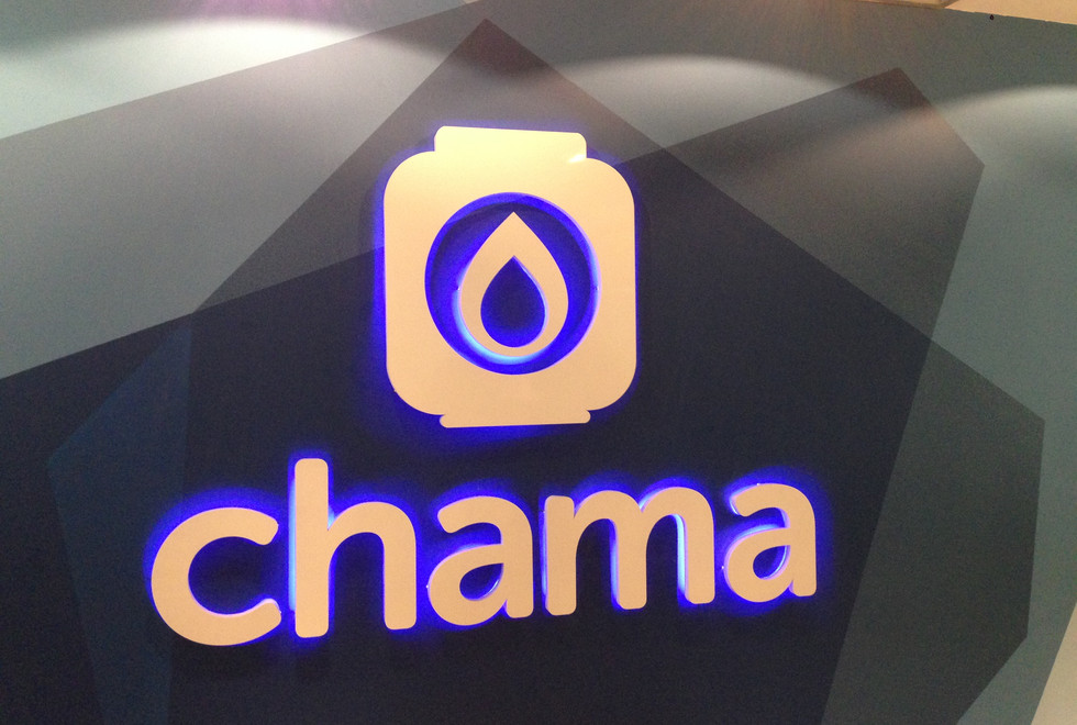 logotipo em chapa galvanizada pintada com tinta automotiva e iluminação em LED embutida