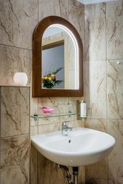 Hotel Kalimeta - slunecni zrcadlo a kvetina-min