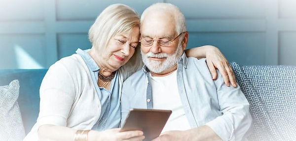 Seniors%2520couple%2520and%2520tablet_ed