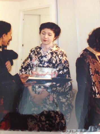 Kimono noir motif fleur