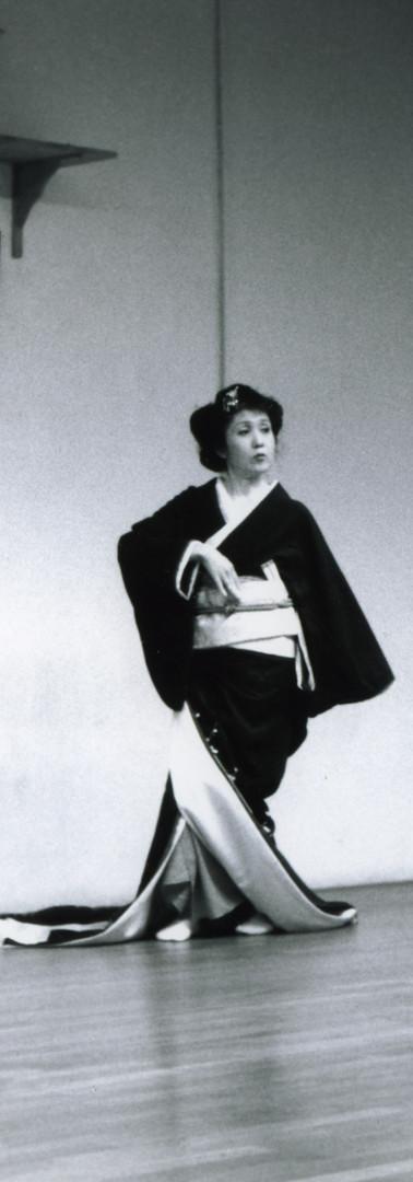 Danse traditionnelle japonaise. Kimono noir