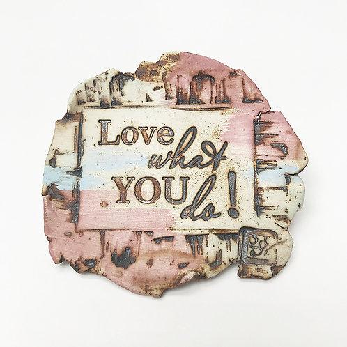 IMÃ MENSAGEM NA PEDRA - LOVE WHAT YOU DO