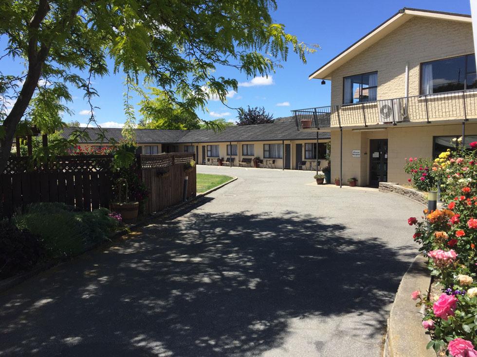 Alexandra Motor Lodge Driveway