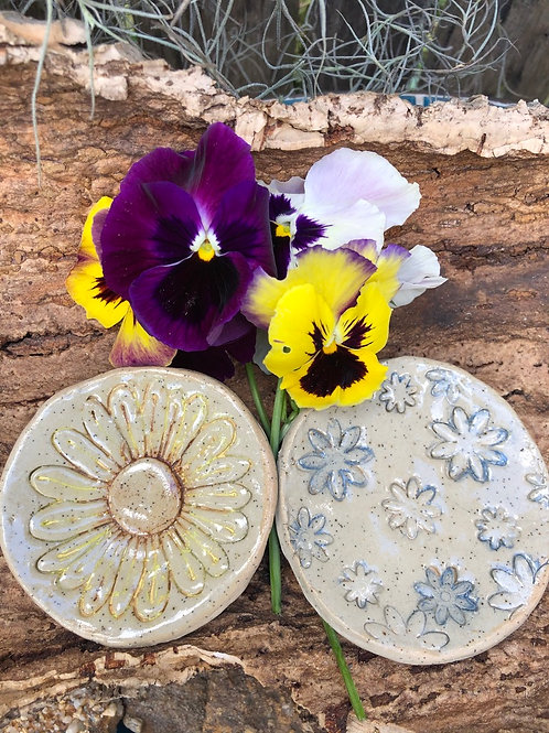 Small sized round Ceramic Stoneware Soap Dish speckled clay - etched with a single daisy or many daisies