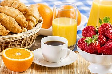 Coffee_Juice_Croissant_494449.jpg