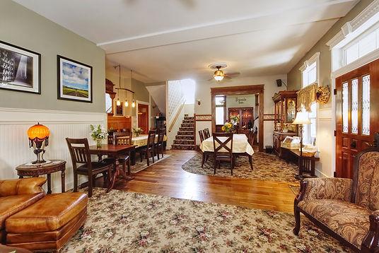 Living Room 1280x855 032418.jpg