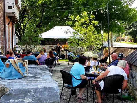 Outdoor Courtyard at Weathered Vineyards Ephrata