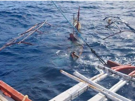 Lumubog na Bangkang Pangisda Nasagip ng Coastguard sa pagitan ng isla ng Tablas at Carabao island
