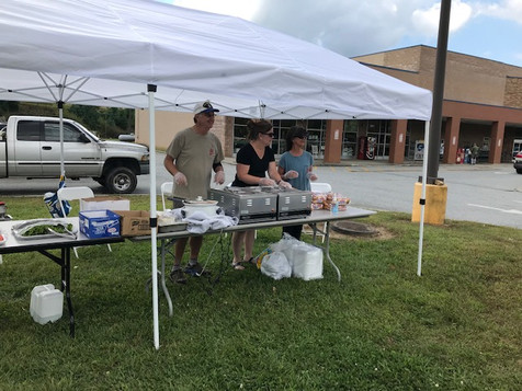 Rutherwood Baptist Church provided free lunch for the community at Food Lion