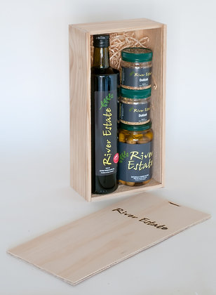 1 x 750 ml Olive Oil+1 x 200gm table olives+ 2 x 60gm Dukkah in a wooden g/box