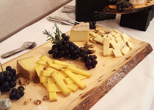 buffet fromage_edited.jpg