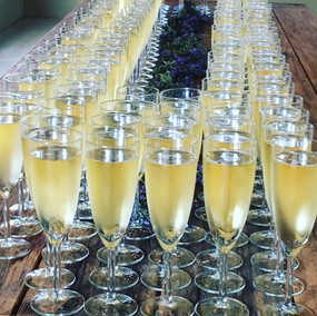 Welcome your guests with bubbles