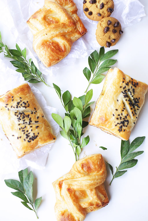 brown-pastry-with-leaves-1346216.jpg