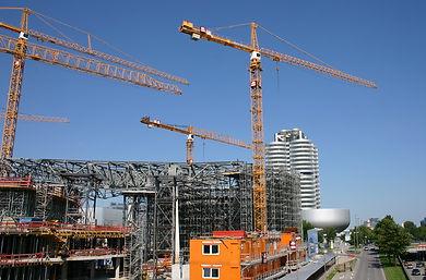 Привязка кранов к строящемуся объекту осуществляется в ППР. Также в ППР регламентируется безопасность работ производимой кранами.