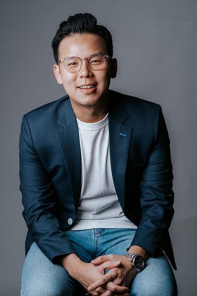 Jonathan Cho headshot.jpeg