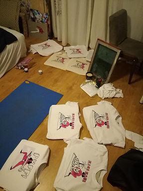 aga-bartosz-woman-are-cats-tshirts-makin