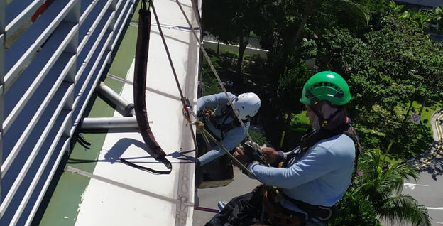 Hydro-seal Engineering Rope Access Team at Prudential Building