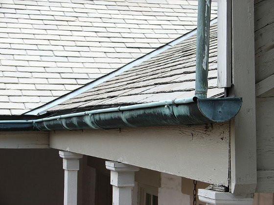 Roof Gutter Repair