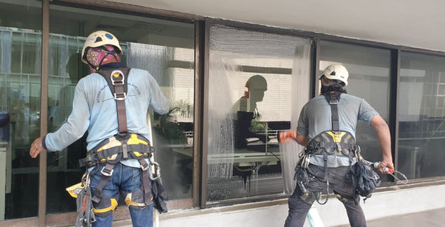 External Facade Window Cleaning at 150 Cecil Street