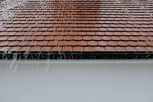 photo-of-roof-while-raining-2663254.jpg