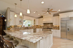 Granite-Backsplash-Ideas-for-Cream-Kitchen-Cabinets modern and vintage design.jp