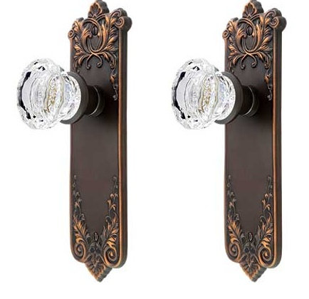Lorraine Back Plates with Fluted Glass Doorknobs