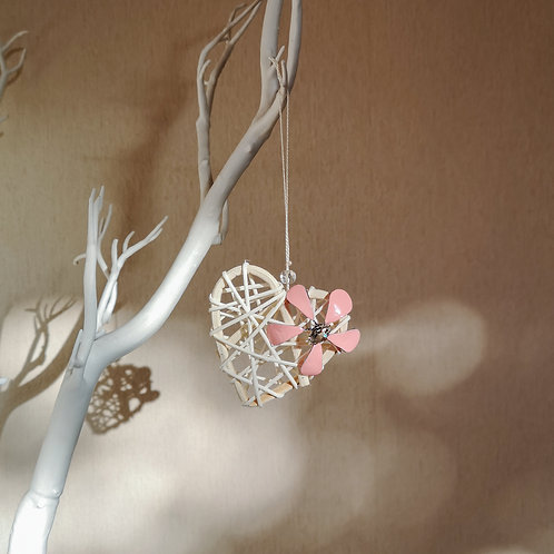 Hanging heart with flower ornament